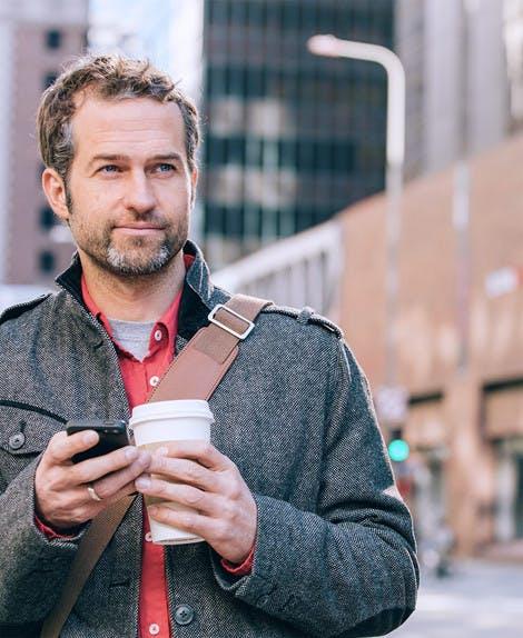 Fotografie může pijícího kávu