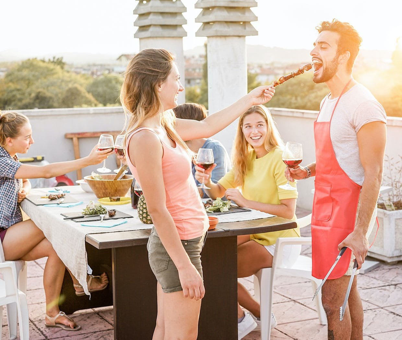 Eine Feier im Freien macht Spaß, doch was sind Heuschnupfen Anzeichen?