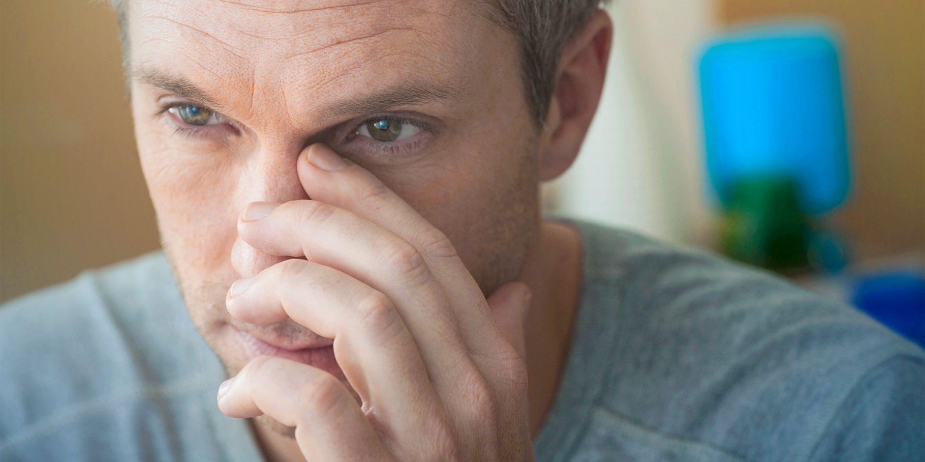 Homem com sinusite