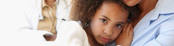 Mantener la calma cuando su hijo está enfermo puede cambiar la situación