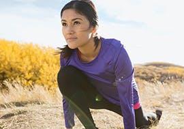 Woman start to run on a field