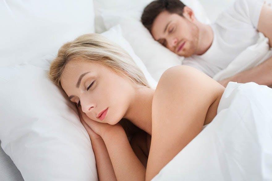 men-women-sleep-well