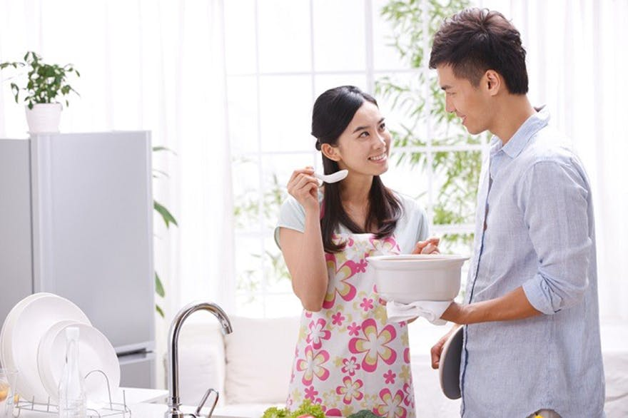Couple_cooking_together