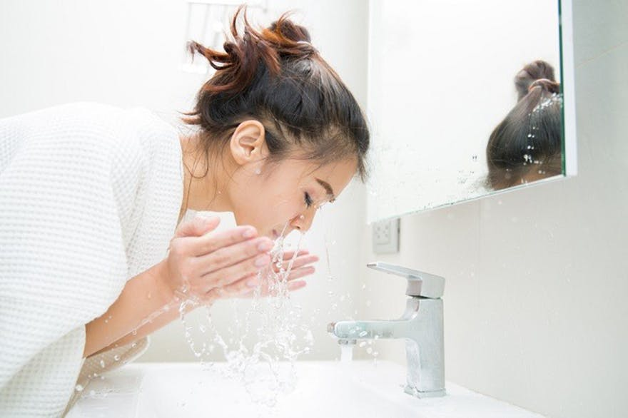 lady-washing-her-face