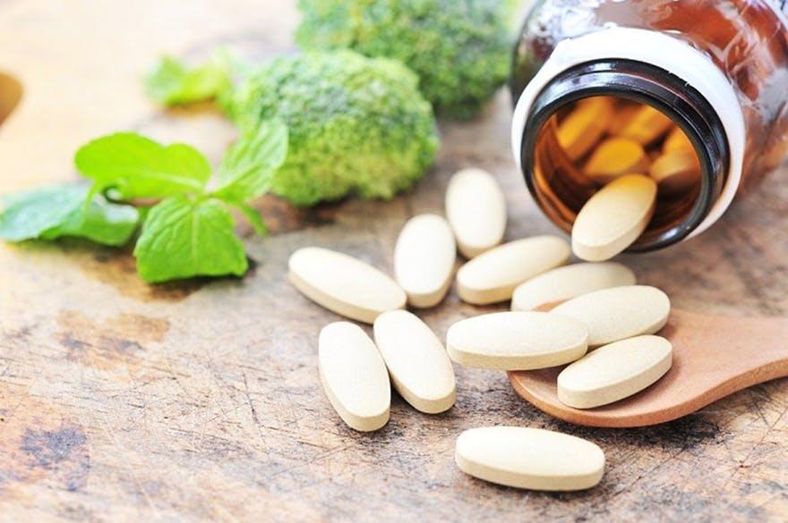 Vitamin_pills