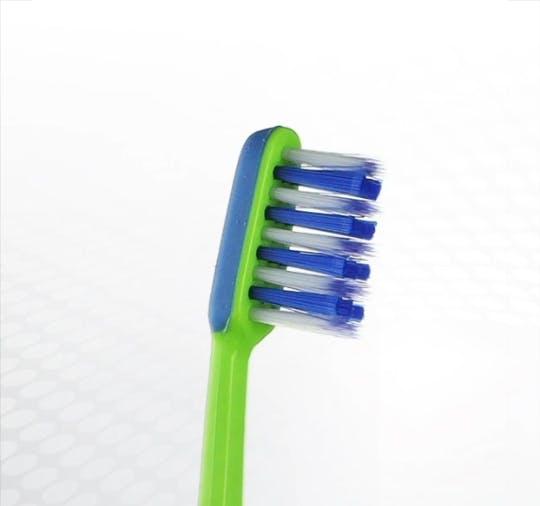 Detailansicht des Bürstenkopfes der Dr.BEST Juniorzahn Zahnbürste für Kinder ab 6 Jahren