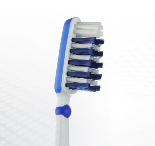 Detailansicht des Bürstenkopfes der Dr.BEST Interdent Aktiv Zahnbürste