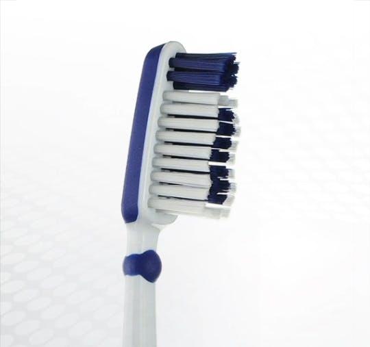 Detailansicht des Bürstenkopfes der Dr.BEST Schwingkopf Zahnbürste