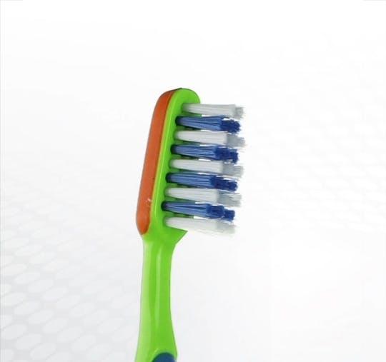 Detailansicht des Bürstenkopfes der Dr.BEST Vibration Juniorzahn Zahnbürste für Kinder ab 6 Jahren