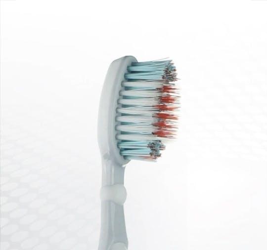 Detailansicht des Bürstenkopfes der Dr.BEST Vibration multi expert Zahnbürste
