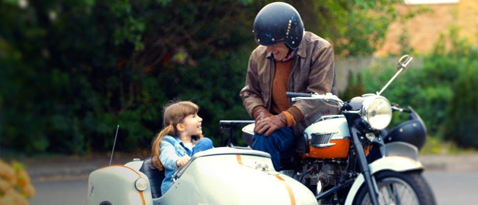 Ben mit seiner Enkelin, bereit um loszufahren