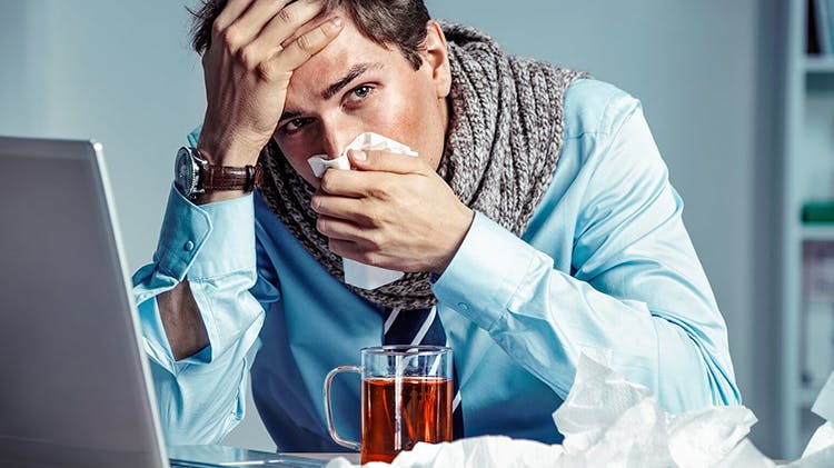 Man suffering nasal kongestion