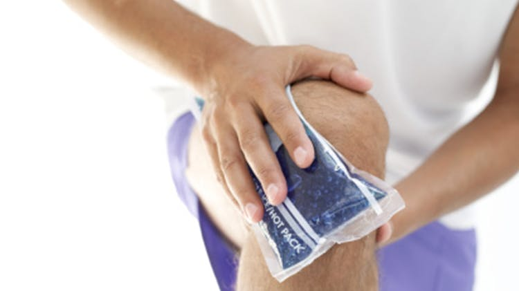 Man icing knee