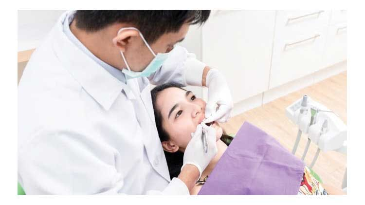 患者と歯科医