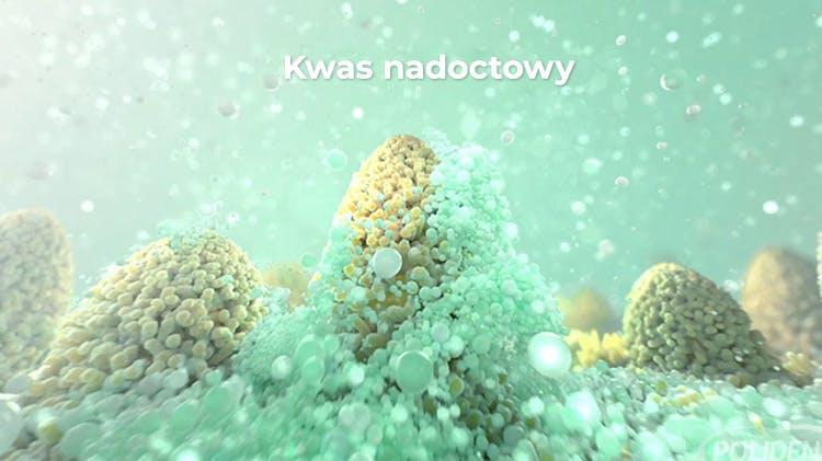 Tabletki czyszczące do protez zębowych w działaniu – obraz z filmu