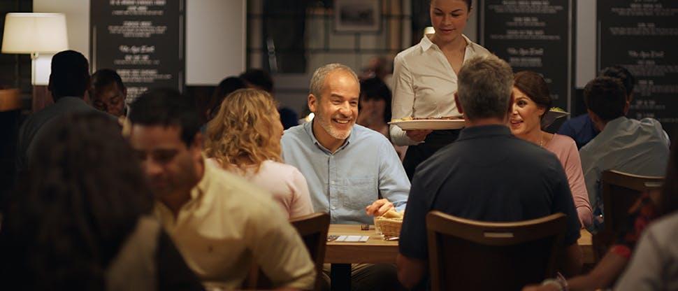 Pessoas jantando