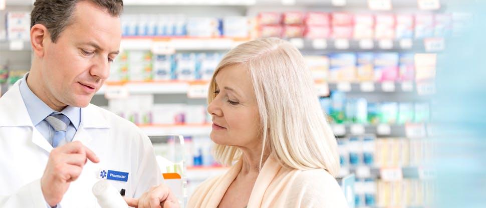 farmacist discutând cu pacientul