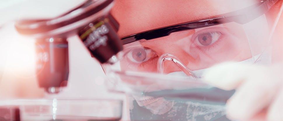 Microscope-scientist-woman