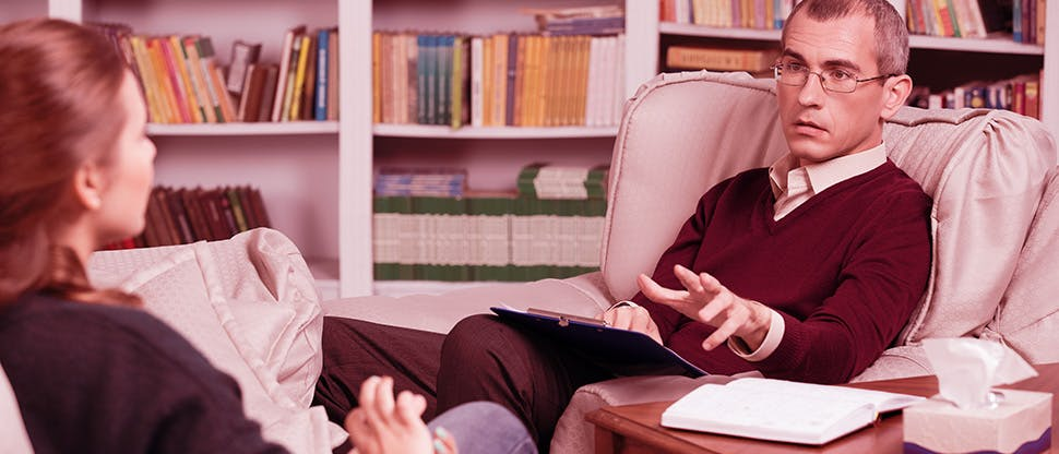 counselor-explaining-psychotherapy-test