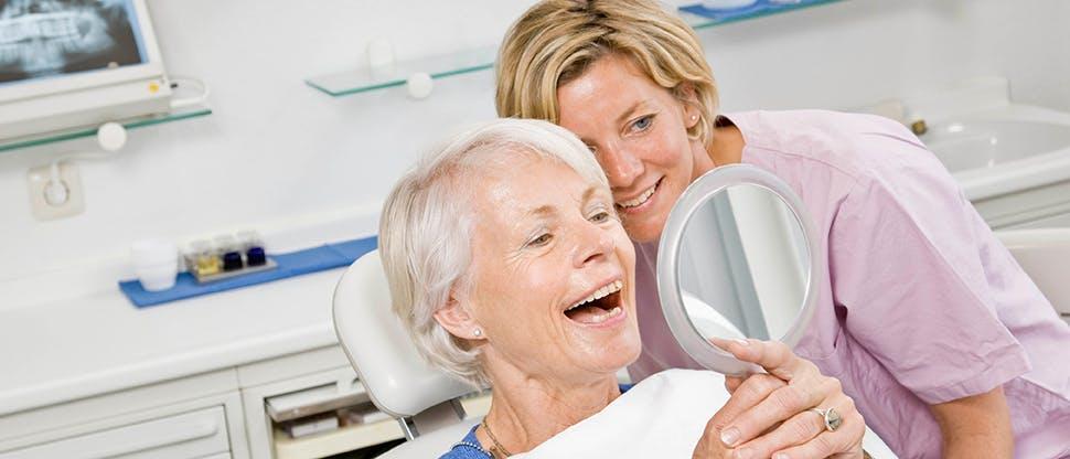 Пациент и врач-стоматолог