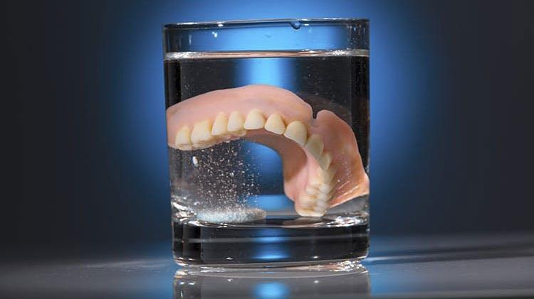 Инфографика по гигиене зубных протезов