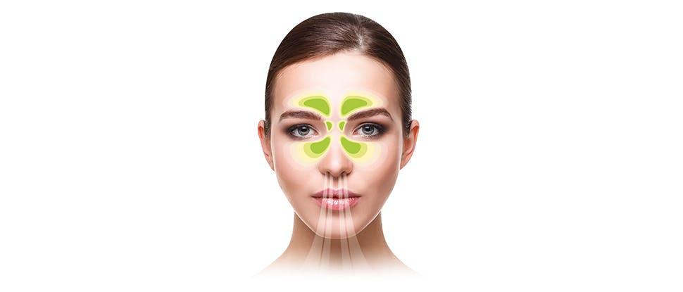 Женщина с чистыми придаточными пазухами носа