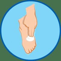 Hand cremt Fuß ein rundes Symbol