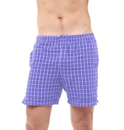 Mann in Unterwäsche