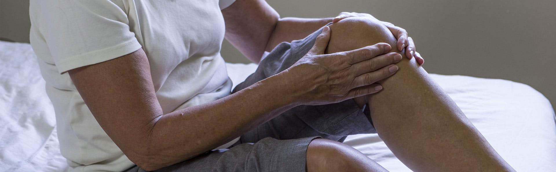 A woman dealing with knee pain