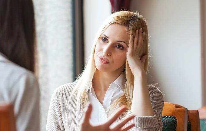 Jännityspäänsärky naisella