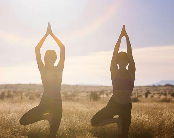 Yogaøvelser styrker kjernemuskulaturen og rygg