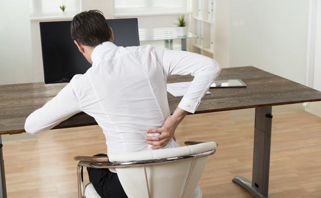 Má postura provoca dores nas costas