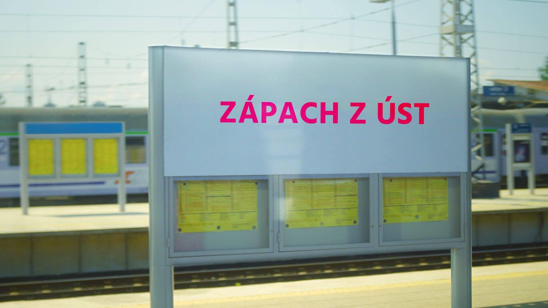 """Vlaková stanice s nápisem """"zápach z úst"""""""