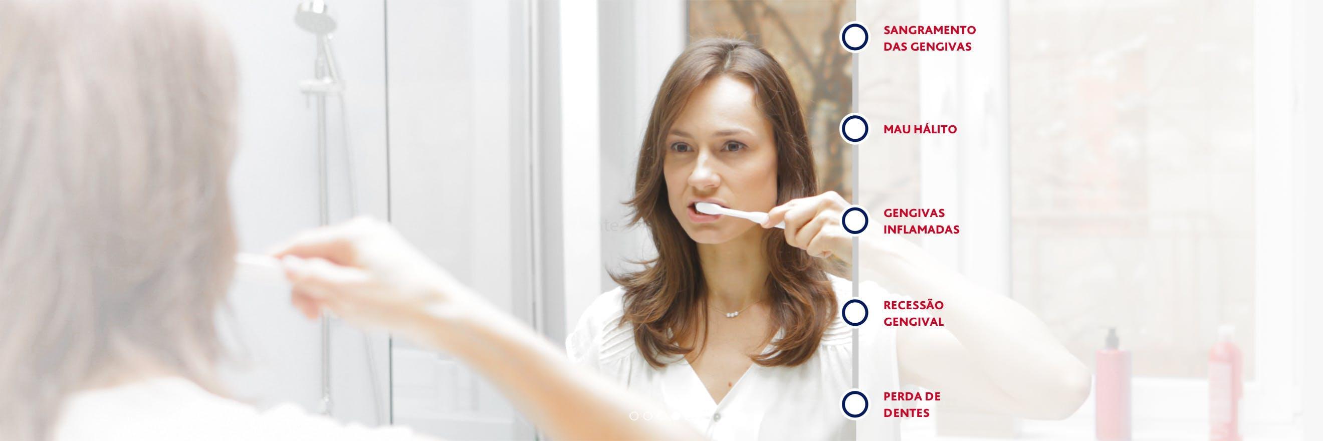 Mulher a lavar os dentes