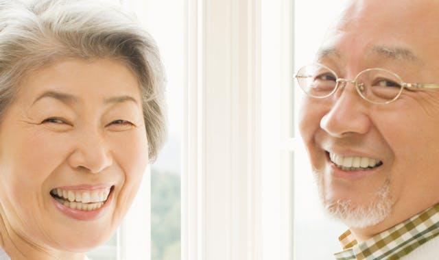 笑顔の義歯使用者(夫婦)
