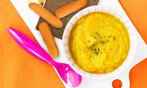 Assiette de houmous et carottes