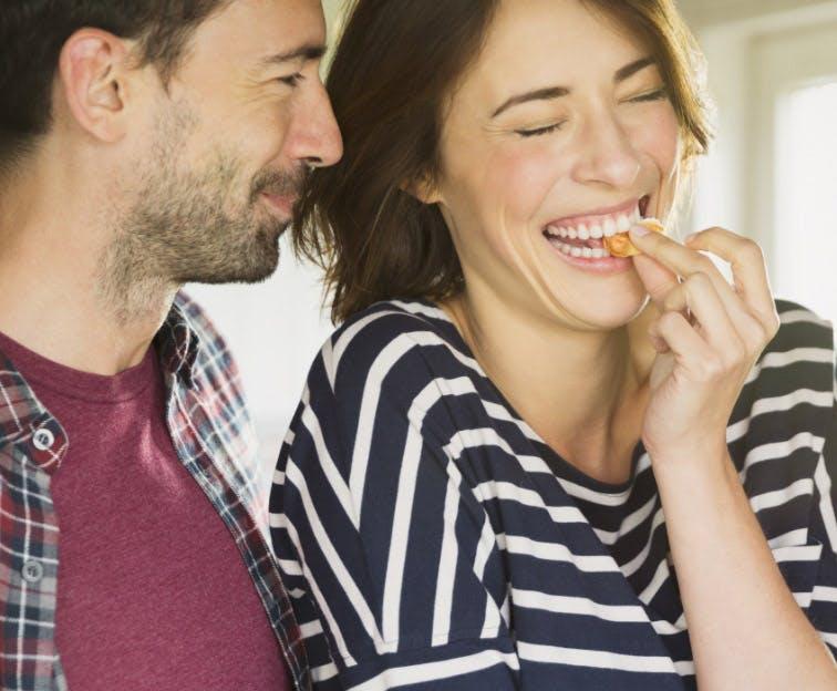 Couple enjoying food without tooth sensitivity