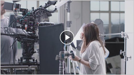 Mira el detrás de cámaras de nuestro nuevo comercial de la sensibilidad dental