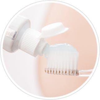 ¿Cómo debería tratar los dientes sensibles?