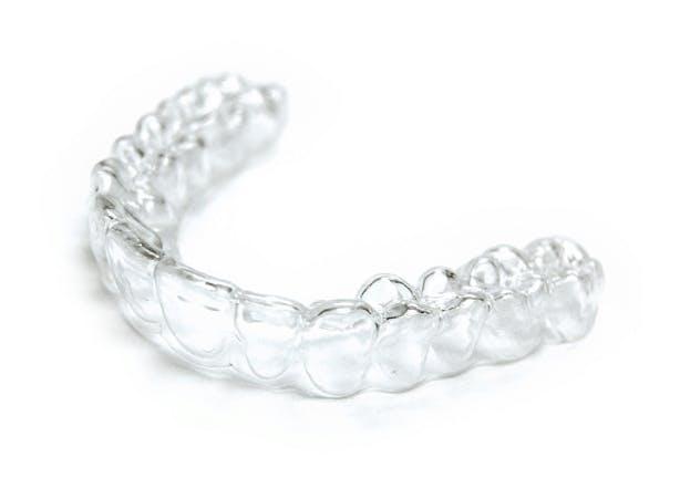 Hampaiden valkaisu voi aiheuttaa vihlontaa.