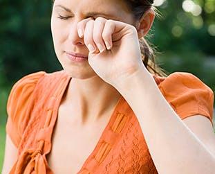 Berühren der Augen, Nase oder des Mundes mit ungewaschenen Händen