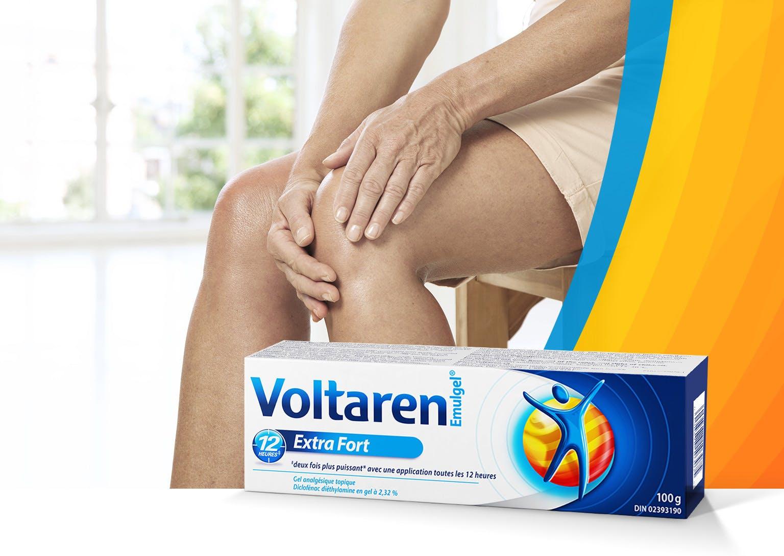 Mains d'une femme touchant son genou douloureux