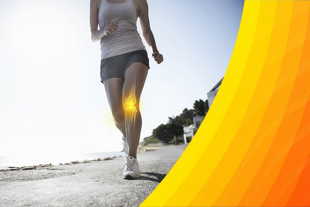 Biegnąca młoda kobieta cierpiąca na ból mięśni nogi