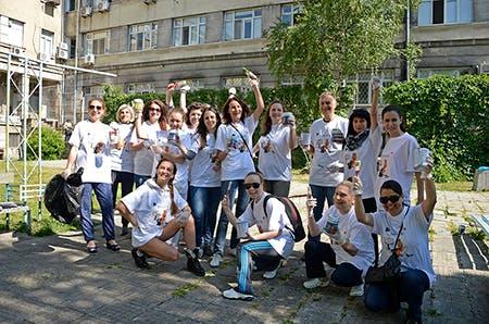 Приказки без край и над 130 приятели - доброволци се включиха в почистването на 4 болници