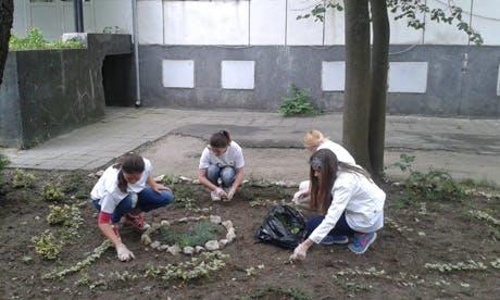 Над 40 доброволци се включиха в освежаването на болничната среда в 3 болници в България